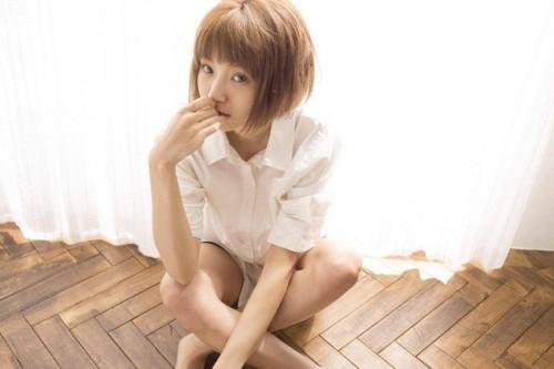 JELLY専属モデルでアーティストのizu(イズ)が、日本で初めてLINE公式アカウントから生中継の動画配信を実施